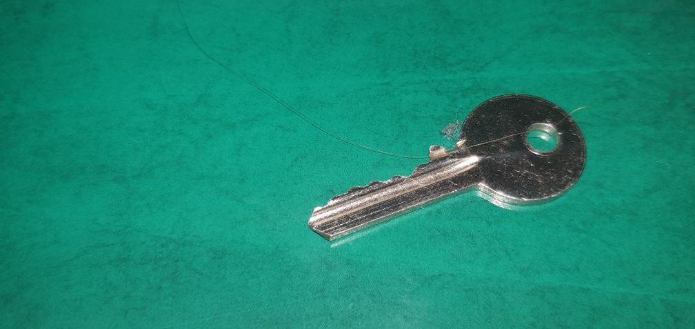 locksmiths open doors key