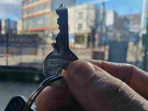 locksmith totterdown key